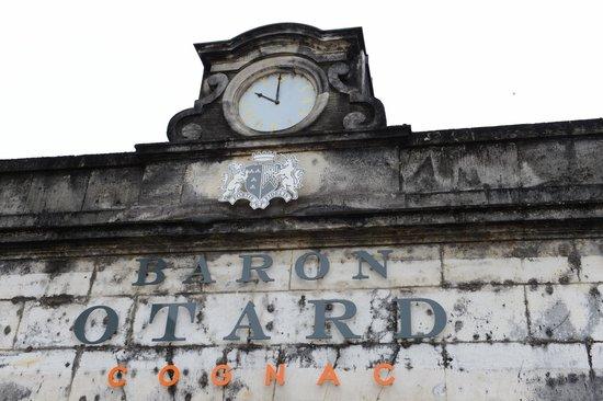 Château  Royal de Cognac - Maison de Cognac Otard : Klokketårn ved inngangen