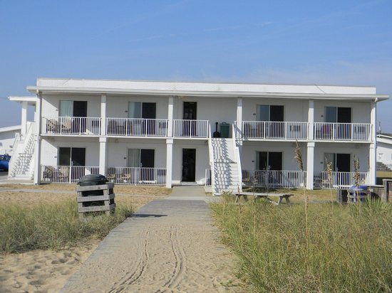 Days Inn Kill Devil Hills Oceanfront - Wilbur: Porch on the back for oceanviewing