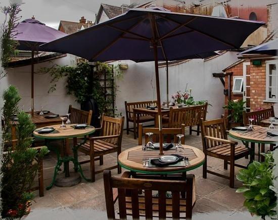 Pundits Fusion: Lovely courtyard in warmer seasons.