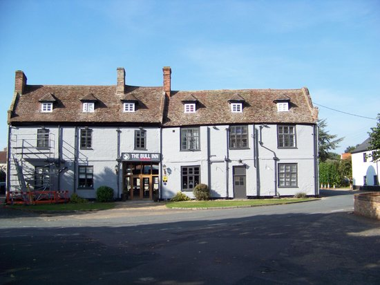 The Bull Inn: Front view of the hotel.