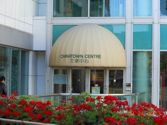 Super 8 Downtown Toronto : Super 8 at ChinaTown Toronto ON
