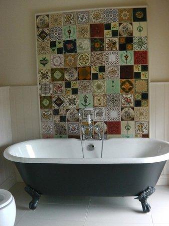The White Hart Somerton: Bathroom in room 2