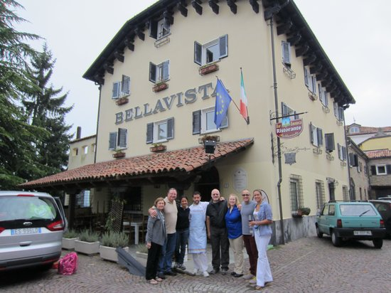 Hotel Bellavista: Our group in front of the hotel with Simona and Piergiorgio