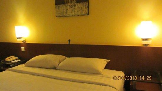 Hotel Ibis Yogyakarta Malioboro : Comfortable pillows in room