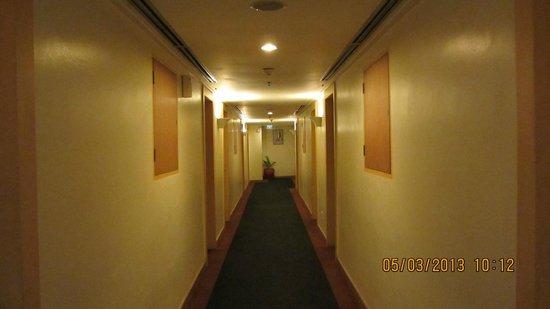 Hotel Ibis Yogyakarta Malioboro : Walk way to rooms