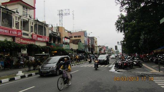Hotel Ibis Yogyakarta Malioboro : View of Malioboro street