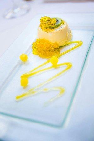 Tarragon Restaurant: Mango and white chocolate pannacotta Mango and white chocolate pannacotta