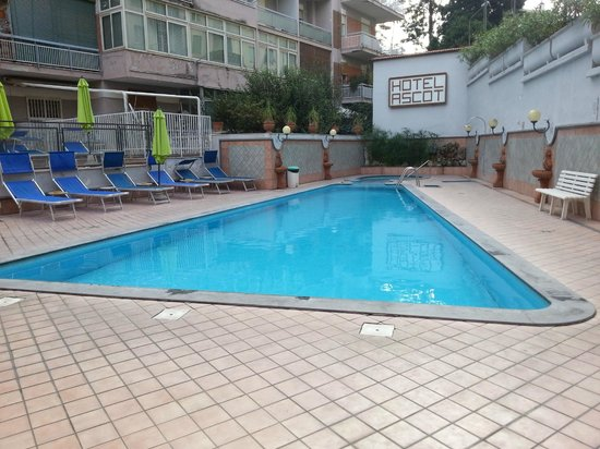 Hotel Ascot: Swimming Pool