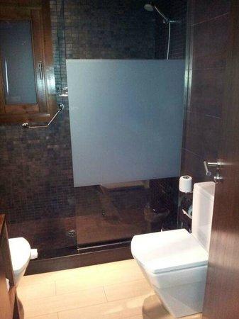 Hotel YIT Abentofail: Baño, amplia ducha