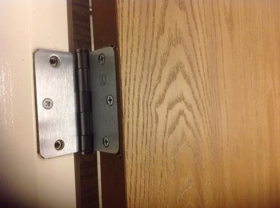 DoubleTree by Hilton Hotel St Paul Downtown: Screws missing on bathroom door