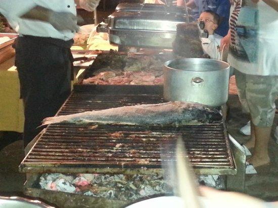 Parco Blu Club Hotel Resort : grigliata serale