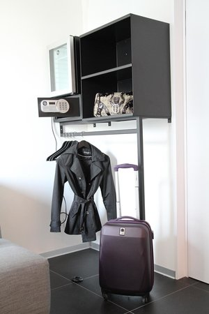 Hotel Grey : Minibar, safe and a hanger