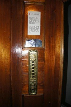 Hotel Plaza Fuerte: very nice elevator