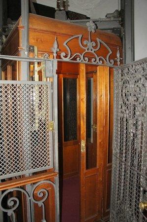 Hotel Plaza Fuerte: classy but small elevator