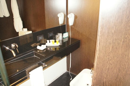 Hotel Plaza Fuerte: modern bathroom