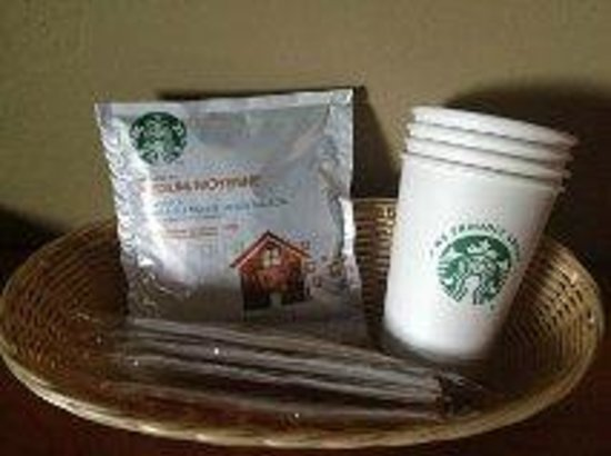 Defiance House Lodge: Starbucks coffee with coffee maker