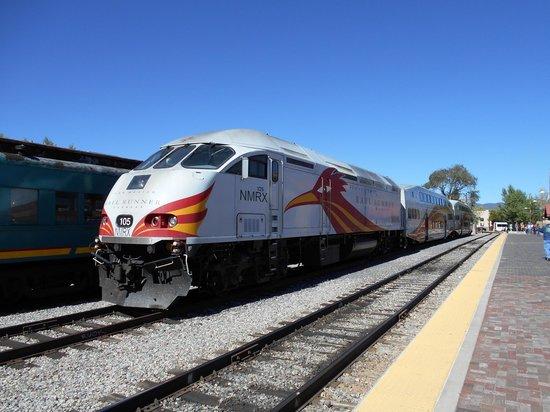 New Mexico Rail Runner : Rail Runner At Santa Fe Depot