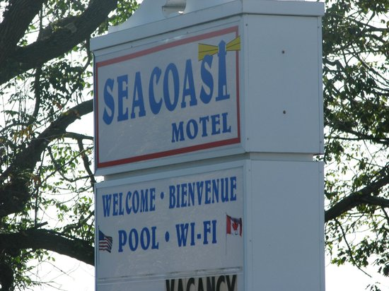 Seacoast Motel: Sign welcoming guest from road