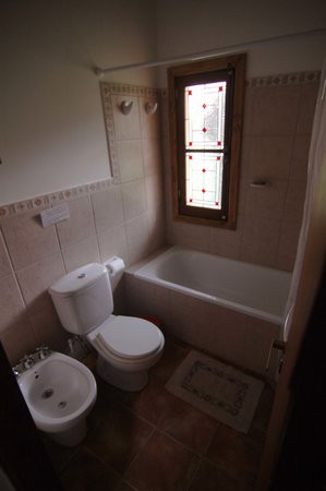 Huala Hostel: One of the five private bathrooms.