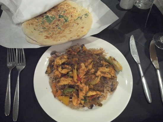 Aagrah: Balti Chicken Chilli, rice and nan