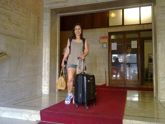 Hostel Central Station: Aqui estou na entrada, no tapete vermelho do hostel.