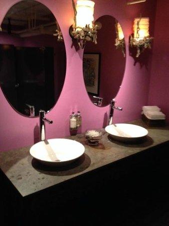 GEORGE Restaurant : salle de bain