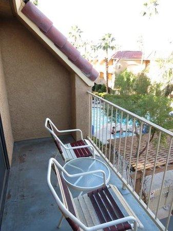 BEST WESTERN PLUS Palm Desert Resort: balcon avec vue sur piscine