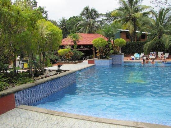 Hotel Diuwak : Foto de la piscina