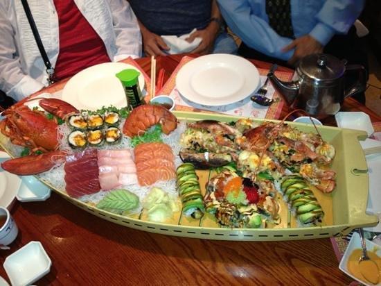 Asian Delite: Delicious sashimi and sushi