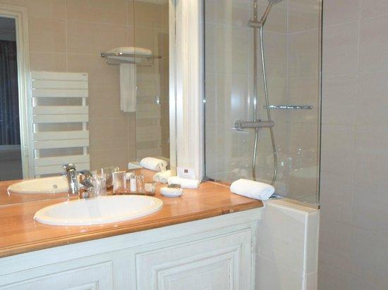 Les Manoirs de Tourgeville: la salle de bain