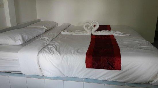 Hadsaisuay Resort: King-sized bed