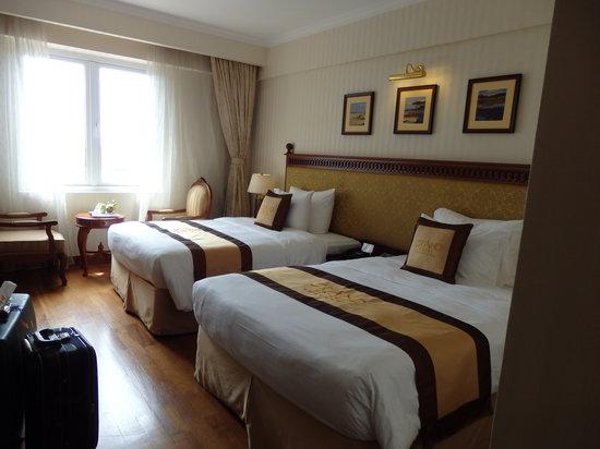 Grand Hotel Saigon: room