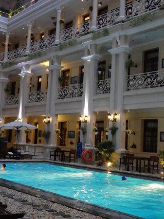Grand Hotel Saigon: pool