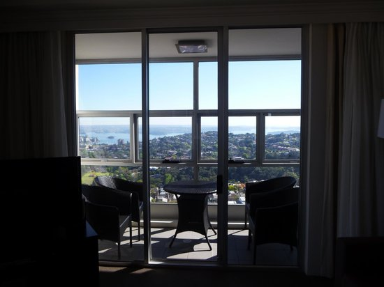 Meriton Serviced Apartments Bondi Junction: The view across to Manly from the living area