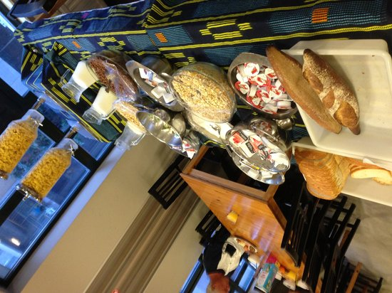 Auberge de jeunesse Sleep Well : Bread and breakfast cereal options
