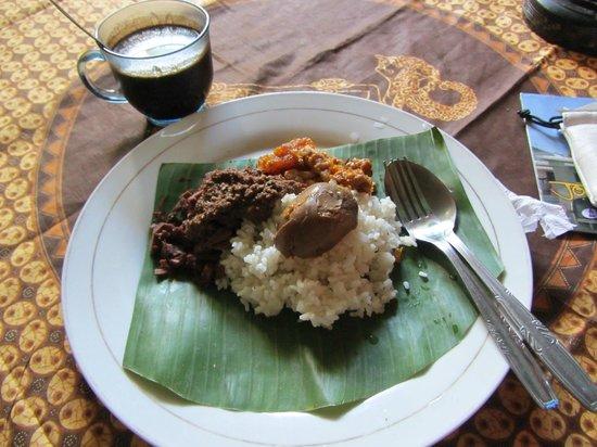 Kampoeng Djawa Hotel : complimentary breakfast