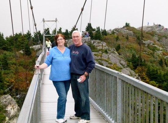 Blue Ridge Village: Swinging bridge at Grandfather Mountain
