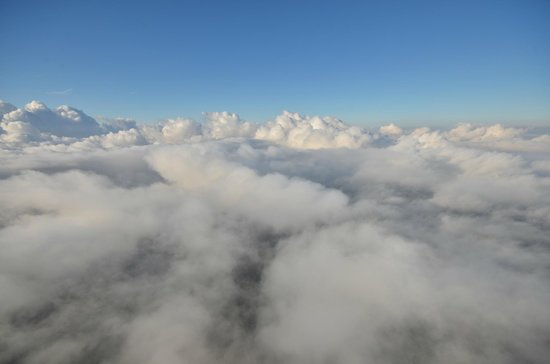 Ballooning : Over the clouds