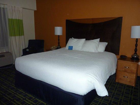 Fairfield Inn Portland Maine Mall: Room 320, King Bed