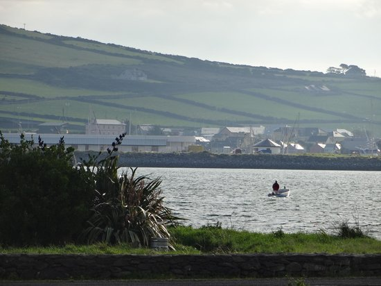Clonmara Bed & Breakfast: View across the bay to Dingle