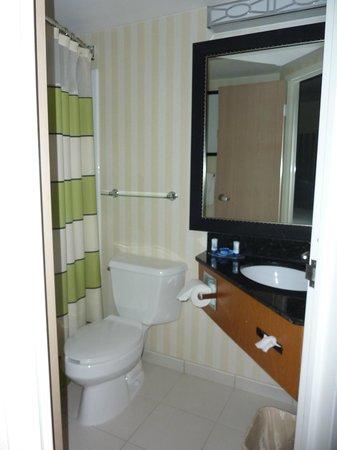 Fairfield Inn Portland Maine Mall: Bathroom in Room 320