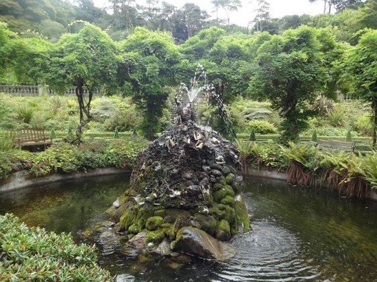 Bantry House & Garden: Fountain