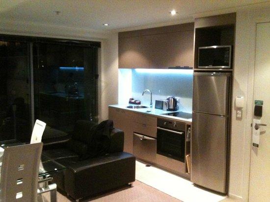 Distinction Wellington, Century City Hotel: Kitchen unit (with back lighting)