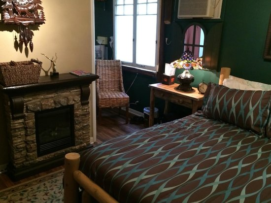 Tradewinds Lodging and Bed & Breakfast: Eagles Rest Cottage from the doorway