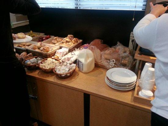 Landis Hotel & Suites : breakfast buffet
