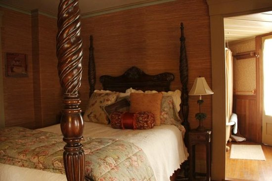 Captain Haskell's Octagon House: master bedroom