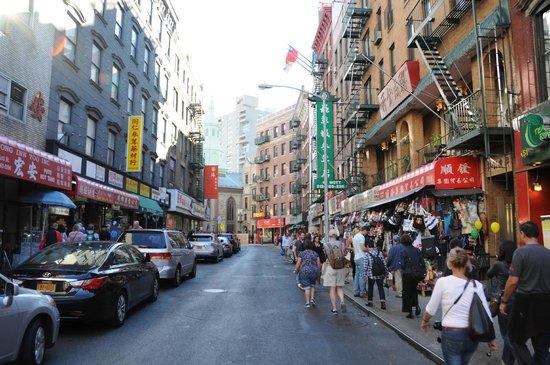 Real New York Tours: Chinatown - eine der vielen Stationen der Tour