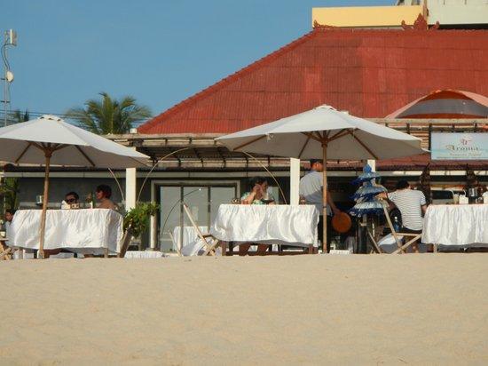 Aroma Restaurant : beach side entrance