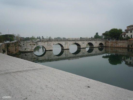 The Tiberius Bridge : ティベリオ橋