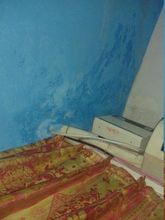 Falcon Resorts: wall dampness